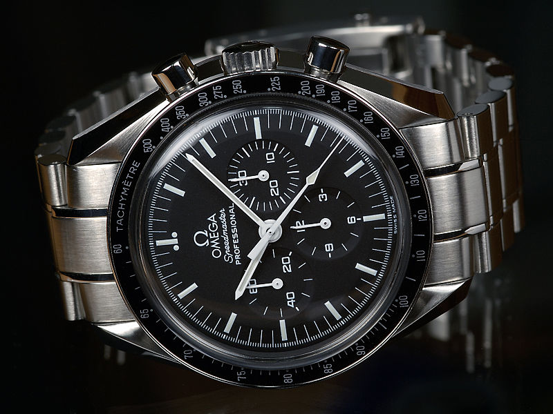 800px-OMEGA-Speedmaster-Professional-Front